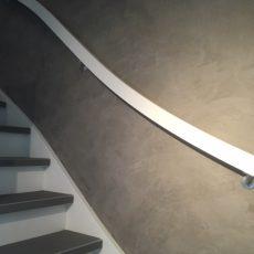 Leemstuco in een trappenhuis